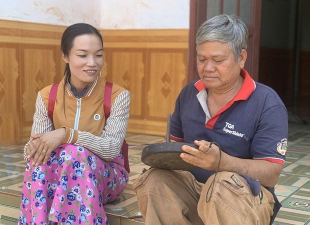 """Ong Dinh Doch gin giu """"hon chieng"""" cho buon lang Tay Nguyen hinh anh 1"""