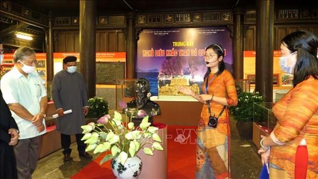 "Khai mac trung bay ""Nghe dieu khac than da Quang Ninh"" o Hue hinh anh 3"