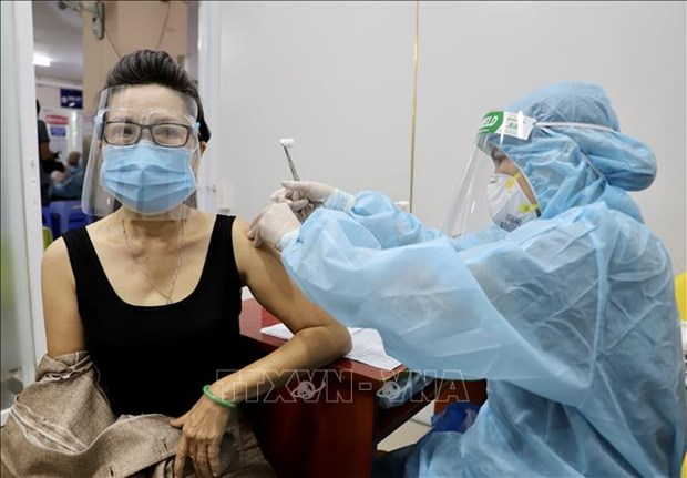 Sang 25/7 ghi nhan 3.979 ca mac moi; to chuc tiem vaccine phong COVID-19 an toan hinh anh 1