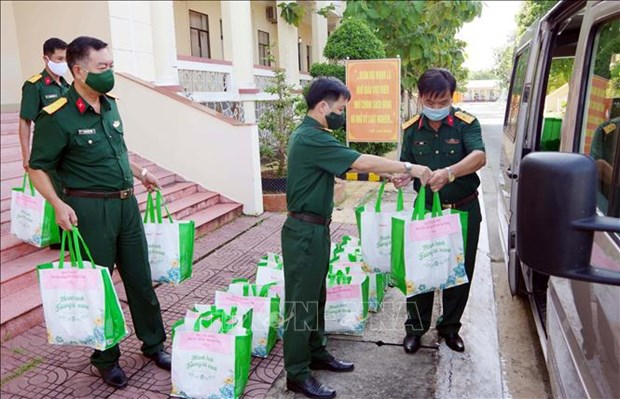 Ho tro hang ngan phan qua cho nguoi dan vung dich o Soc Trang hinh anh 1
