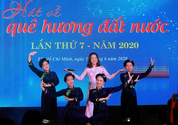 """Dac sac chuong trinh Giao luu van nghe """"Hat ve que huong dat nuoc"""" lan thu 7 nam 2020 hinh anh 11"""