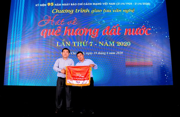 """Dac sac chuong trinh Giao luu van nghe """"Hat ve que huong dat nuoc"""" lan thu 7 nam 2020 hinh anh 19"""
