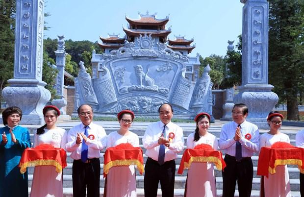 胡志明主席诞辰130周年:政府总理阮春福出席与胡志明有关的工程竣工剪彩仪式 hinh anh 2