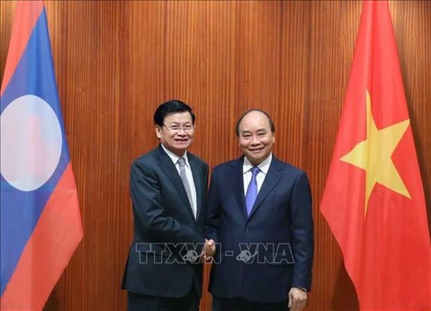 越南政府总理阮春福与老挝总理通伦·西苏里举行会谈 hinh anh 1