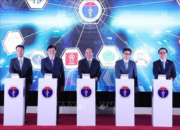 阮春福总理出席远程医疗服务系统启动仪式 hinh anh 1