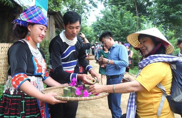 莱州省将文化保护工作与旅游发展相结合 hinh anh 1
