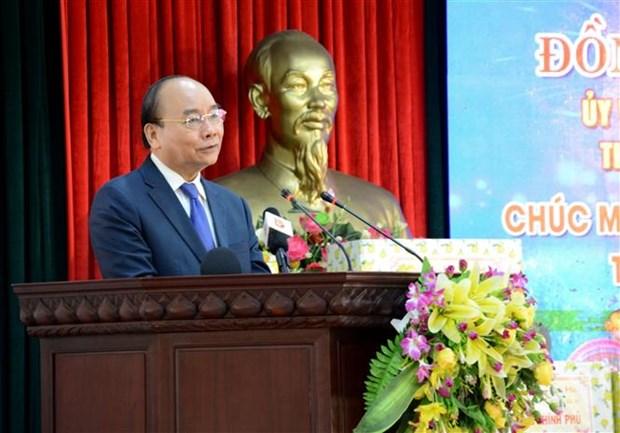 越南政府总理阮春福向岘港市各单位拜年 hinh anh 1