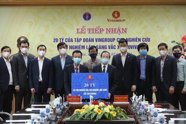 "Vingroup集团向""越南制造""的新冠疫苗COVIVAC临床试验研究工作提供200亿越盾资助 hinh anh 1"
