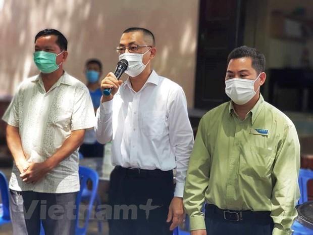 新冠肺炎疫情:越南驻柬埔寨大使呼吁在柬越南人不要偷渡回国 hinh anh 1