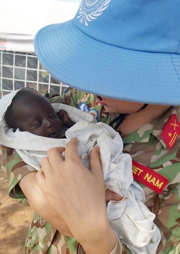 """越南""""蓝色贝雷帽""""军官与世界和平的渴望 hinh anh 2"""
