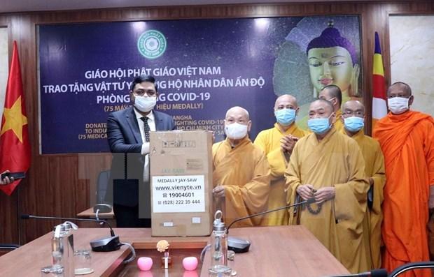 越南佛教协会胡志明市分会向印度人民捐赠33台呼吸机 hinh anh 1