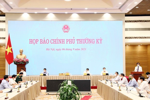 政府例行记者会:逐步恢复生产经营活动 hinh anh 1