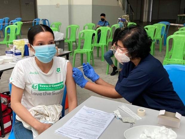 越南驻马来西亚大使馆为越南侨胞开展疫苗接种工作 hinh anh 1