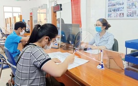 新冠肺炎疫情:胡志明市社会保险已向260万名劳动者提供援助 hinh anh 1