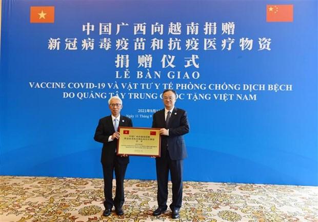 中国广西壮族自治区向越南捐赠80万剂新冠疫苗 hinh anh 1