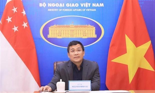 越南副外长阮明宇与新加坡外交部常务秘书常务秘书池伟强举行视频会见 hinh anh 1
