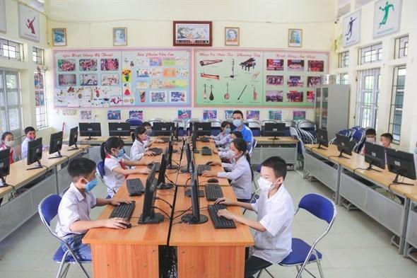 """越南企业继续助力""""为学生提供互联网和电脑""""项目 hinh anh 1"""