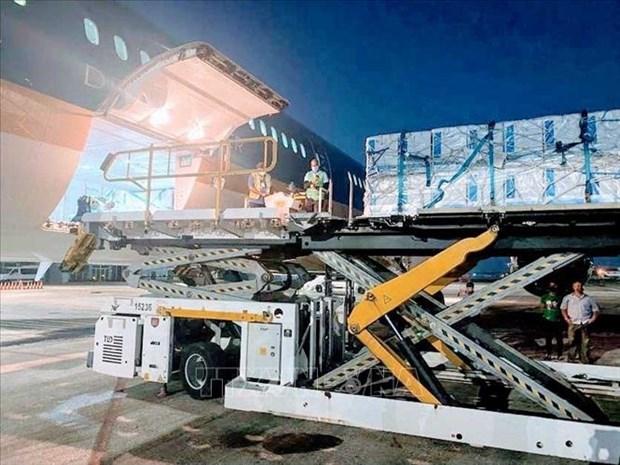 越航运送新冠疫苗航程最远的航班圆满完成 hinh anh 1